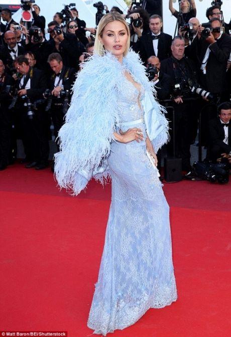 Rihanna chiem the thuong phong tai tham do Cannes ngay thu 3 - Anh 13