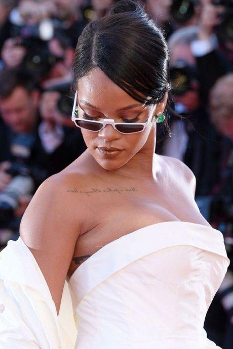 Rihanna chiem the thuong phong tai tham do Cannes ngay thu 3 - Anh 1
