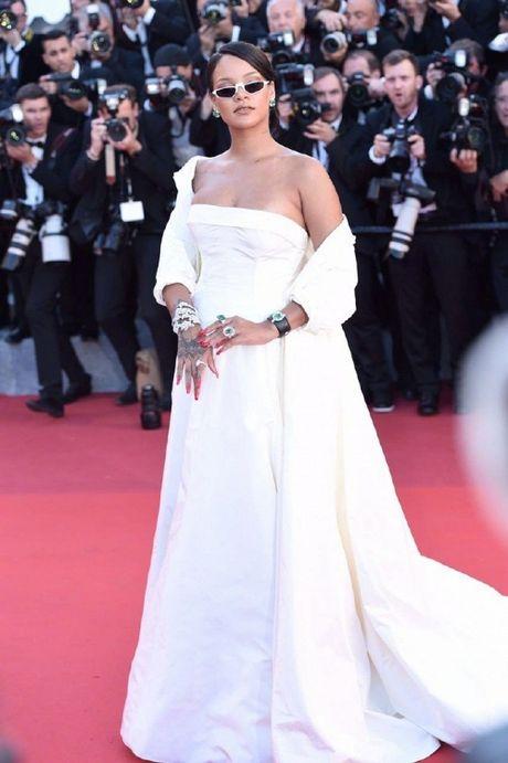 Rihanna chiem the thuong phong tai tham do Cannes ngay thu 3 - Anh 2