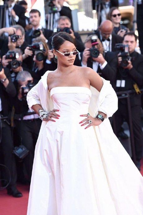Rihanna chiem the thuong phong tai tham do Cannes ngay thu 3 - Anh 3