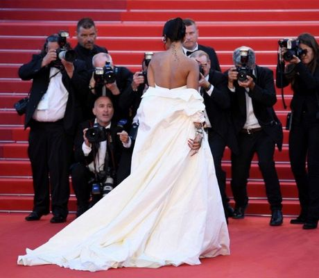 Rihanna chiem the thuong phong tai tham do Cannes ngay thu 3 - Anh 4