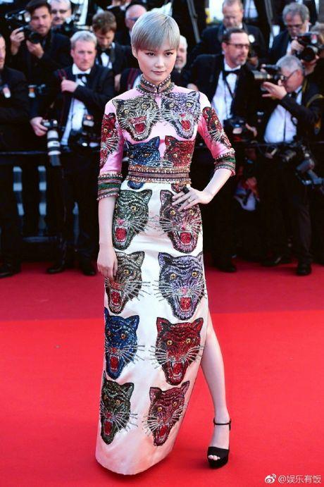 Rihanna chiem the thuong phong tai tham do Cannes ngay thu 3 - Anh 7