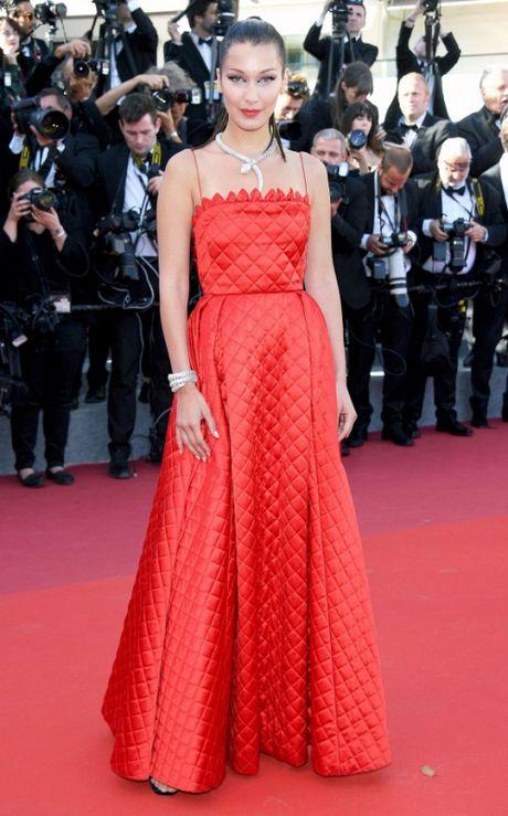 Rihanna chiem the thuong phong tai tham do Cannes ngay thu 3 - Anh 9