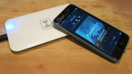 iPhone 8 se giai quyet van de 'vua sac vua nghe nhac voi jack tai nghe' - Anh 1