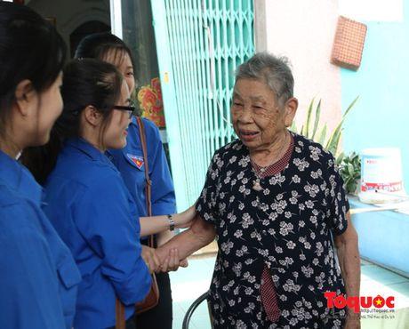 'Love Bus' - net rieng trong hanh trinh trao tang yeu thuong cho cong dong - Anh 3