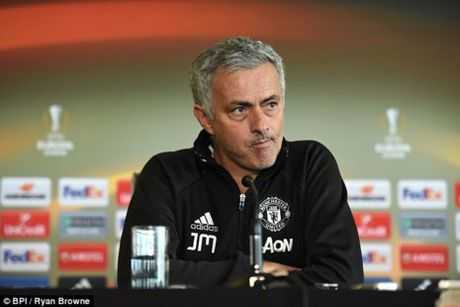 Mourinho tuyen bo Ajax nen... o nha: MU so mat cup? - Anh 1