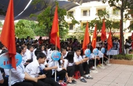 Ha Noi: Cong bo chi tieu va so luong dang ky vao lop 10 THPT cong lap khong chuyen - Anh 1