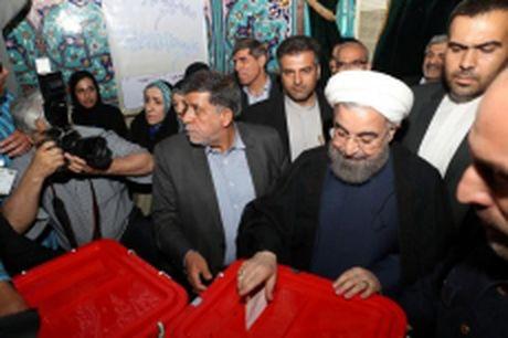Tong thong Iran Rouhani tai dac cu nhiem ky hai - Anh 1