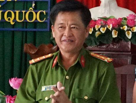 Vu canh sat rut sung o nha nghi: Truong Cong an huyen Phu Quoc bi kien - Anh 1