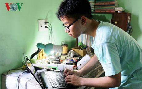 Nam sinh 'canh tay robot' dat them giai dac biet Vien nghien cuu My - Anh 1