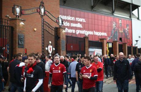 Dan sao Liverpool duoc chao don nhu nha vo dich truoc gio G - Anh 1