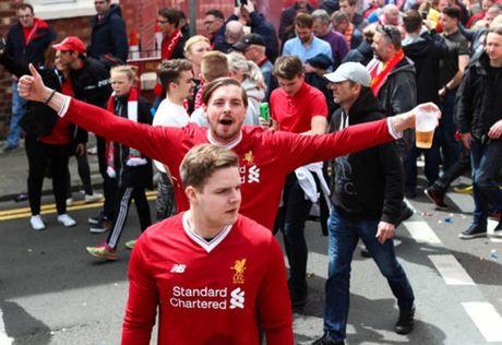 Dan sao Liverpool duoc chao don nhu nha vo dich truoc gio G - Anh 3
