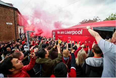 Dan sao Liverpool duoc chao don nhu nha vo dich truoc gio G - Anh 5