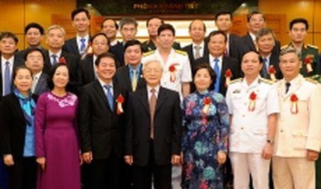 Tong Bi thu Nguyen Phu Trong gap mat cac dai bieu duoc vinh danhtrong Chuong trinh 'Vinh quang Viet Nam - Dau an 30 nam doi moi' - Anh 1