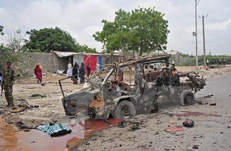 Somalia: Danh bom xe o Mogadishu, it nhat 10 nguoi thiet mang - Anh 1