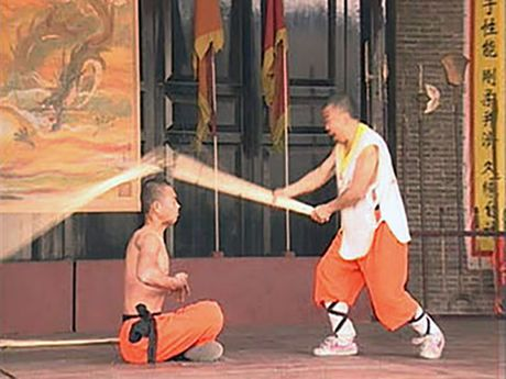 Nhung man luyen cong 'quai di' cua cac vo su Thieu Lam - Anh 1