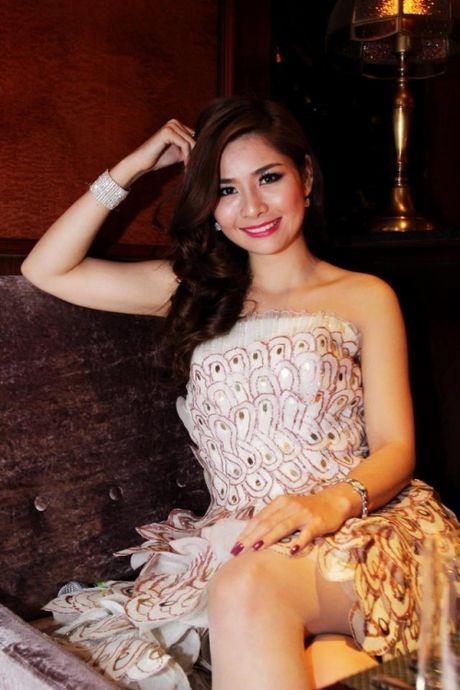 Angela Phuong Trinh, Huong Tram bi nhan tin 'ga tinh' va phan ung dang ne - Anh 19