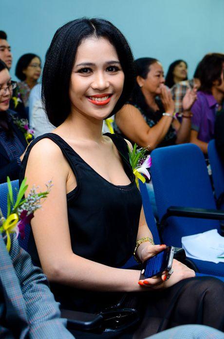 Angela Phuong Trinh, Huong Tram bi nhan tin 'ga tinh' va phan ung dang ne - Anh 21
