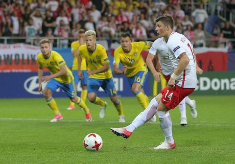 Chum anh: U21 Ba Lan thoat hiem ngoan muc tren cham 11m - Anh 6
