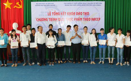 DH Kien Giang: 84 hoc vien hoan thanh Chuong trinh Quan ly chat luong thuc pham - Anh 2