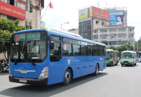 TP Ho Chi Minh: Hanh khach di xe buyt tang tro lai sau nhieu nam - Anh 1
