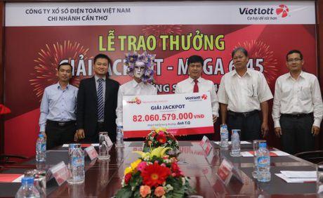 Chu nhan giai jackpot Vietlott 82 ty dong trich 100 trieu lam tu thien - Anh 1