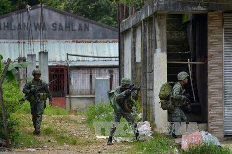 Quan doi Philippines gianh them quyen kiem soat sau cuoc tan cong moi tai Marawi - Anh 1