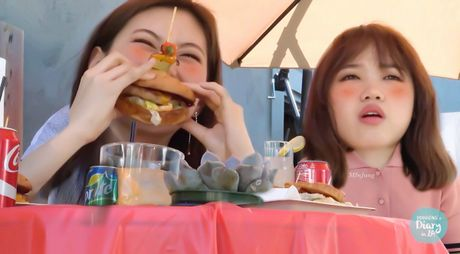 Nu than Kpop an hamburger: Nguoi duyen dang, ke mat bien dang - Anh 7