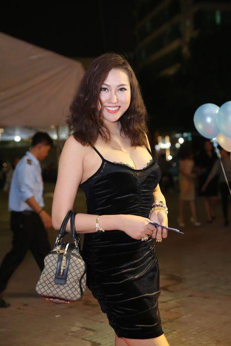 Phat hoang thoi trang di lam nhu di bien cua Phi Thanh Van - Anh 4