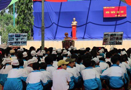 CSGT Cong an Dak Nong tuyen truyen luat giao thong - Anh 1