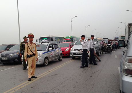 Taxi truyen thong 'lot mao' canh tranh Uber, Grab - Anh 2