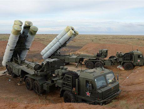 Nga duong S-400, san sang ban ha may bay My tren bau troi Syria - Anh 12