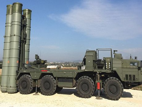 Nga duong S-400, san sang ban ha may bay My tren bau troi Syria - Anh 13