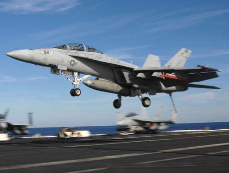 Nga duong S-400, san sang ban ha may bay My tren bau troi Syria - Anh 4