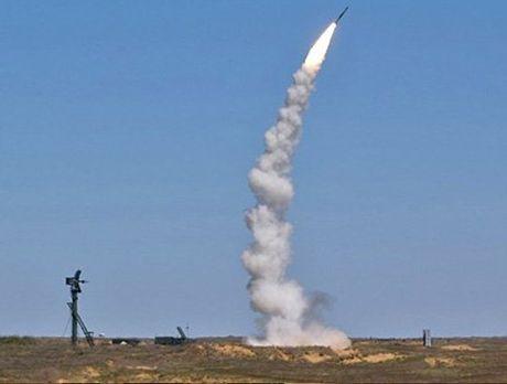 Nga duong S-400, san sang ban ha may bay My tren bau troi Syria - Anh 6