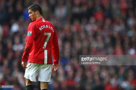 Man United mua lai Ronaldo: Thuong vu dang dong tien - Anh 3