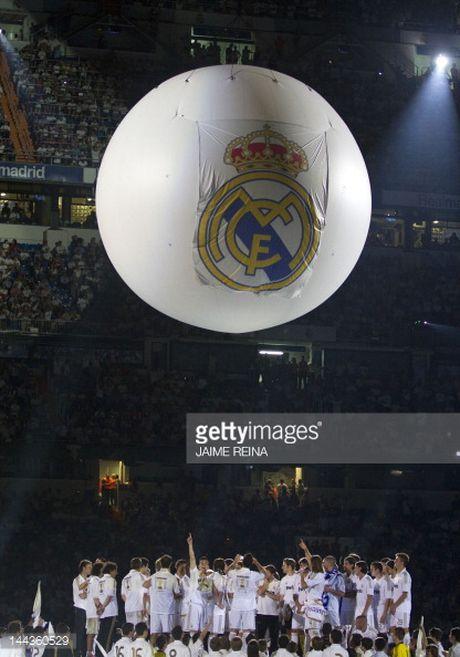 Man United mua lai Ronaldo: Thuong vu dang dong tien - Anh 5