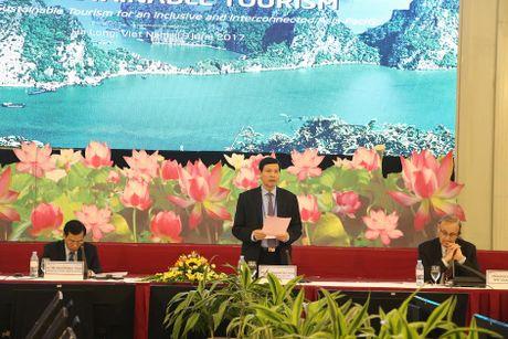 Xay dung Quang Ninh tro thanh vung trong diem du lich hang dau quoc gia - Anh 1