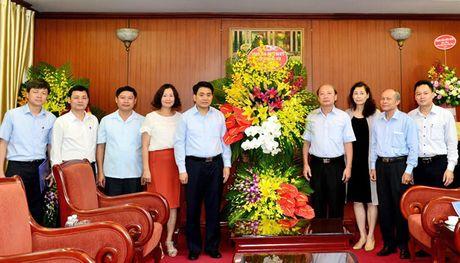 Chu tich thanh pho chuc mung Ban Tuyen giao Trung uong va bao Cong an Nhan dan - Anh 1