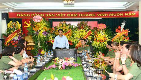 Chu tich thanh pho chuc mung Ban Tuyen giao Trung uong va bao Cong an Nhan dan - Anh 2