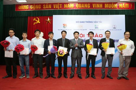 Tien si tre bo luong thang hon 5.000 USD ve Viet Nam day hoc - Anh 3
