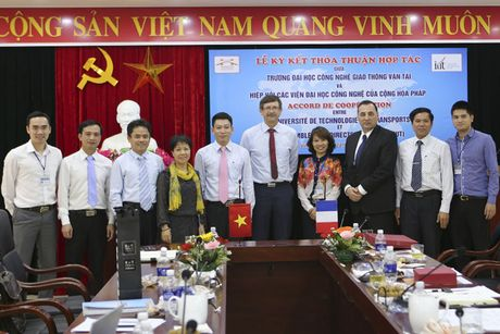 Tien si tre bo luong thang hon 5.000 USD ve Viet Nam day hoc - Anh 4