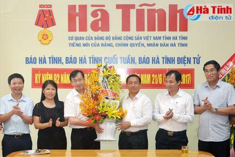 Lanh dao Ha Tinh chuc mung cac co quan bao chi nhan ngay truyen thong - Anh 1
