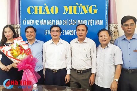 Lanh dao Ha Tinh chuc mung cac co quan bao chi nhan ngay truyen thong - Anh 4