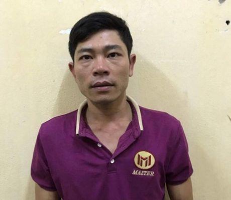 Bat doi tuong quay clip 'nong' roi tong tien ban gai - Anh 1