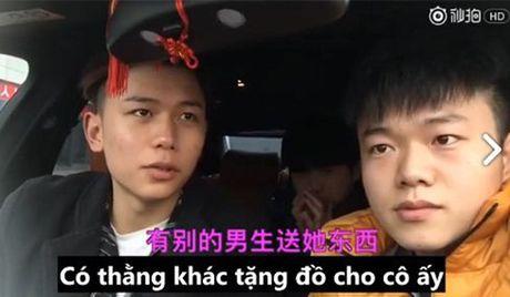 Thu nguoi yeu bang tien, chi 10 phut cham chan, chang trai nay se an han ca doi - Anh 1