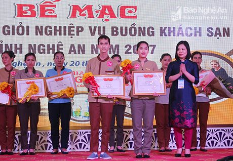 Ton vinh 17 tho gioi nghiep vu buong khach san nam 2017 - Anh 3