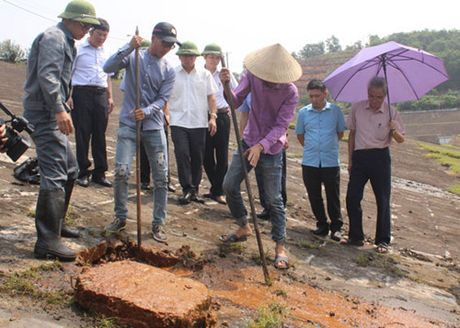 Khan cap xu ly su co tai dap chinh ho Nui Coc - Anh 1