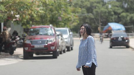 Soc voi canh Phuong Thanh be bet mau trong phim ngan bao hanh gia dinh - Anh 2