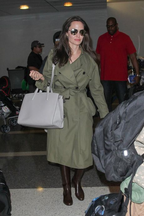 Angelina Jolie huong ung trao luu tui xach doi - Anh 1
